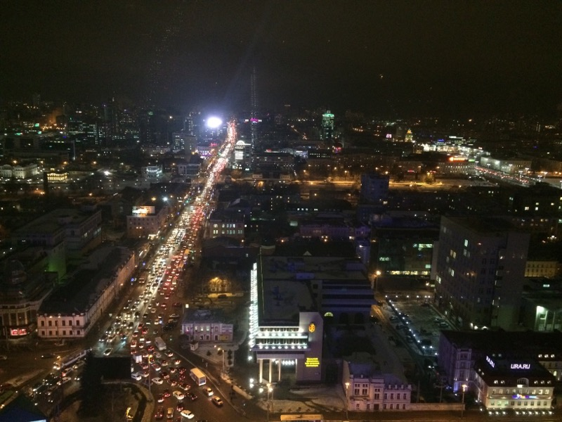 Вечер пятницы обещает быть медленным: Екатеринбург превратился в сплошную пробку