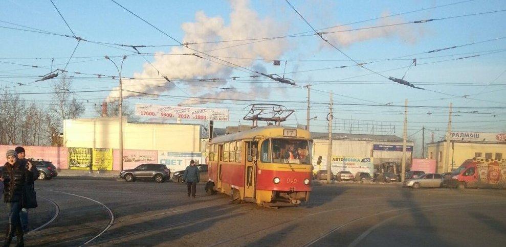 Третий раз с начала года: на перекрестке Космонавтов — Фронтовых Бригад сошел с рельсов трамвай