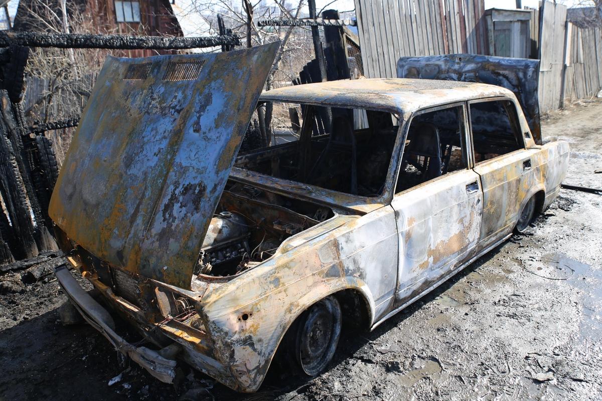 Огонь пожирает «классику». За сутки в Екатеринбурге сгорели пять ВАЗов