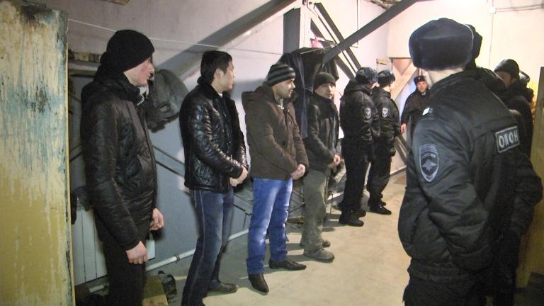 Два екатеринбуржца прописали в своих квартирах по 60 мигрантов