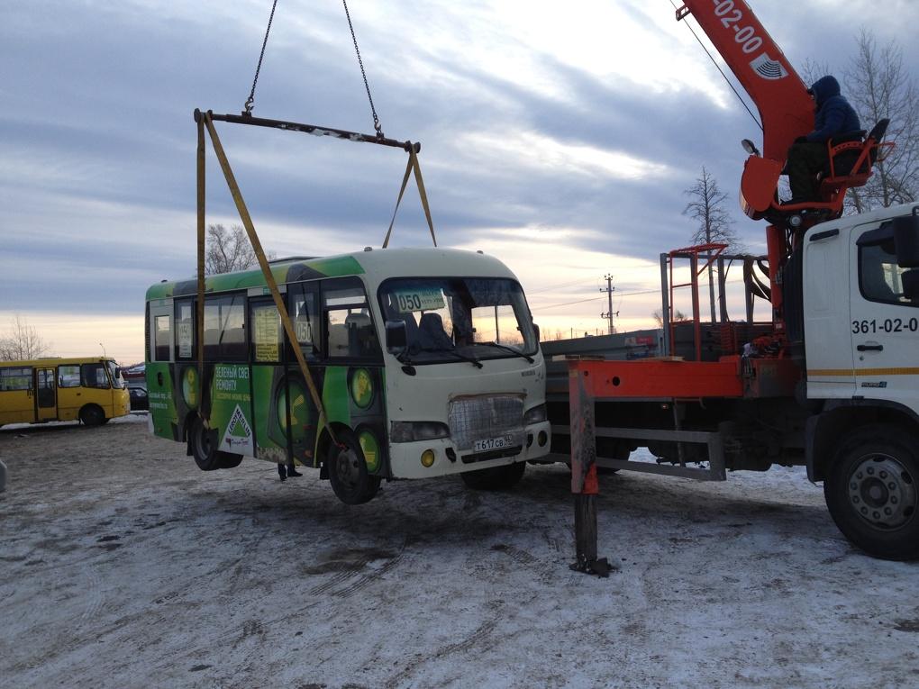 ГИБДД: жителей Екатеринбурга возят нелегалы без лицензий на неисправных маршрутках