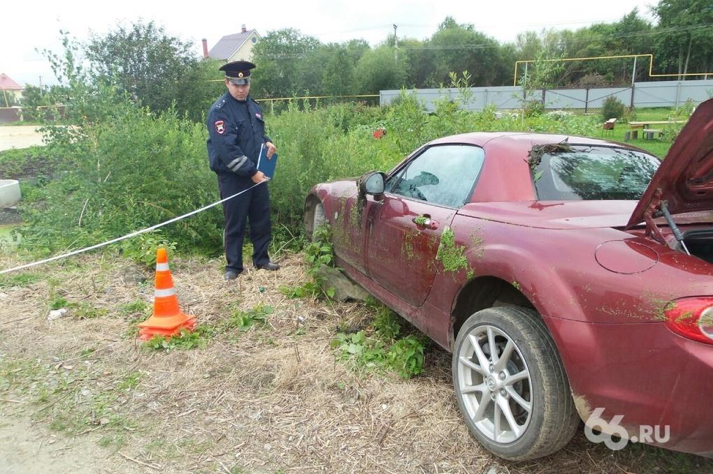 В «Истоке» в канаве нашли машину с мертвым мужчиной внутри