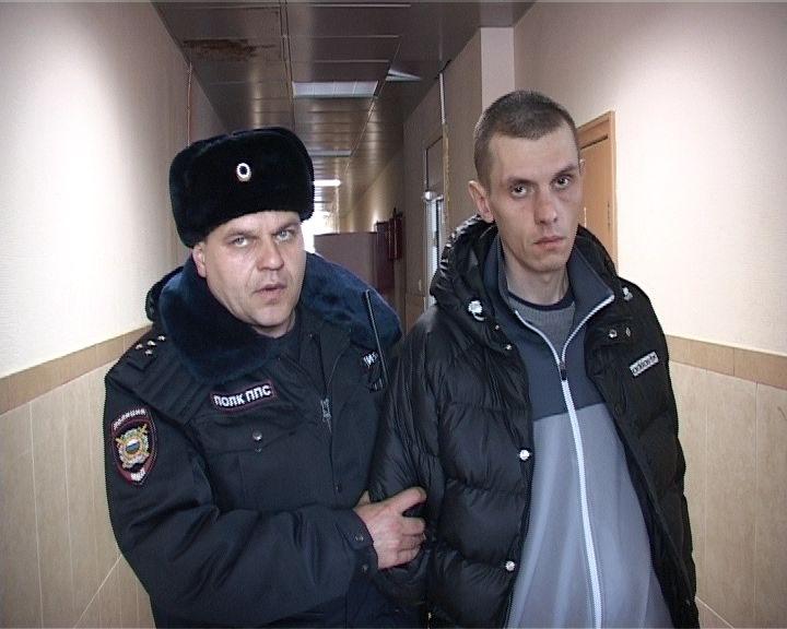 В Екатеринбурге два собутыльника напали на таксиста с ножом
