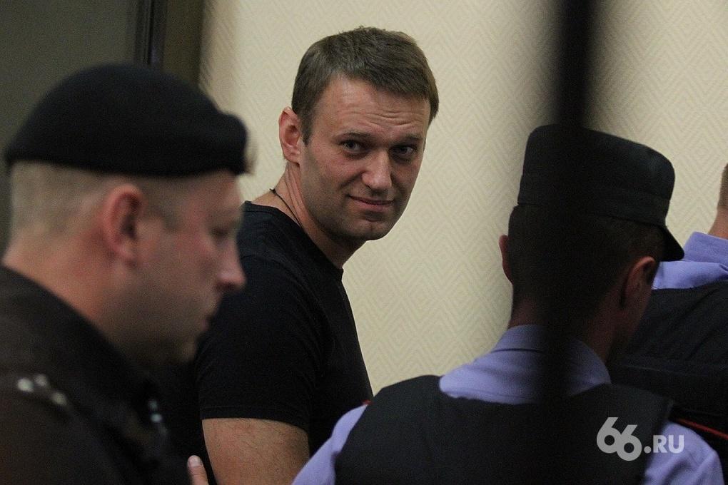 Навальный отправляется на суд в Киров с теплыми вещами