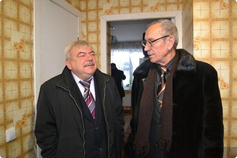 В Богдановиче воспитанникам детдомов выдали 13 однокомнатных квартир