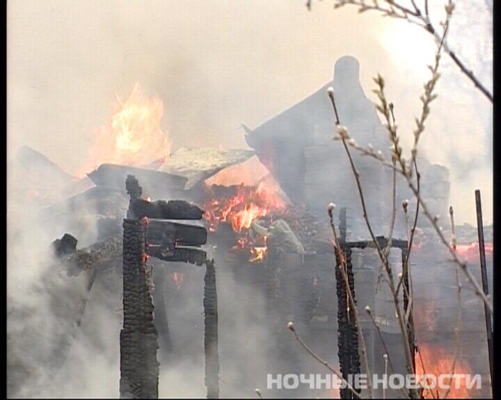 В Верх-Исетском районе сгорел двухэтажный садовый домик