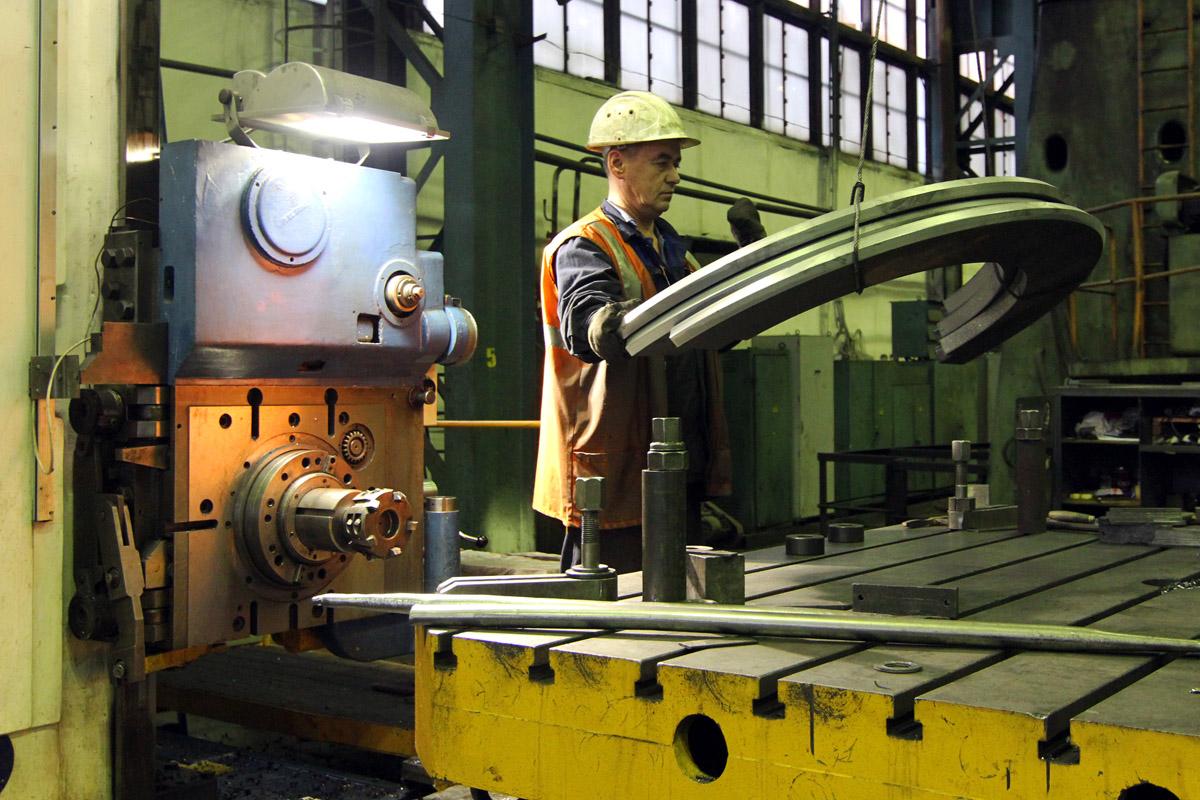 Уральские заводы начали кадровую охоту: рабочие руки на вес золота