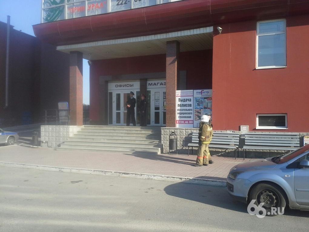 Неизвестный сообщил о бомбе в офисном здании на Ботанике