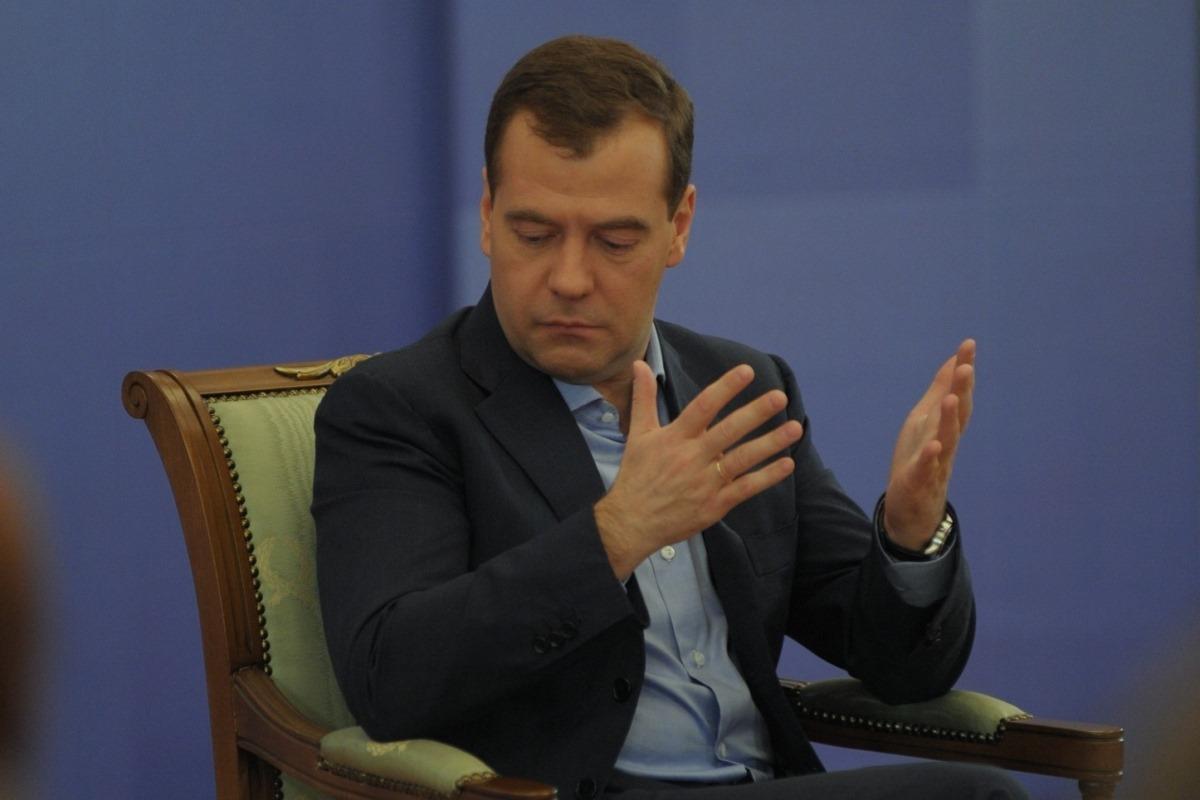 Нашел альтернативу нефти: Медведев придумал продавать на Запад зерно