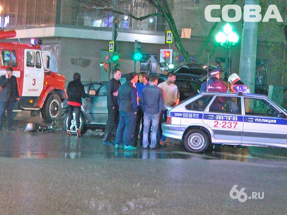 На Ленина внедорожник протаранил Opel, пострадали два человека