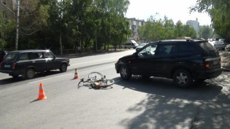 На Шаумяна иномарка сбила пожилого велосипедиста