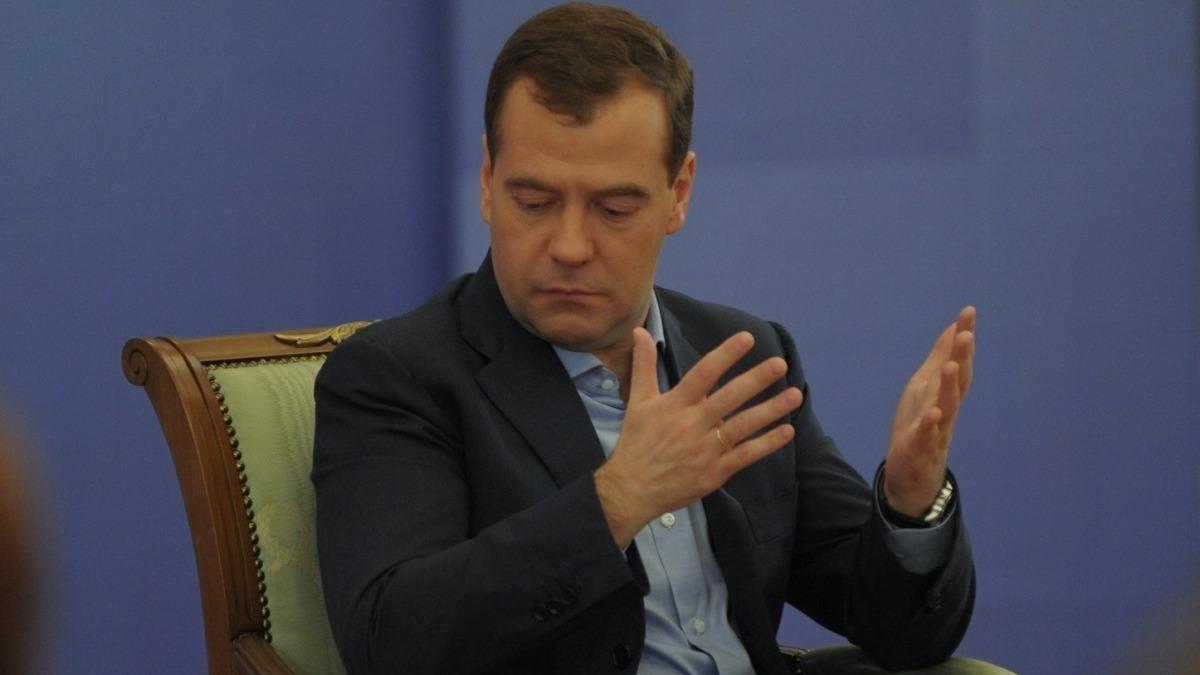 Медведев порекомендовал  незадавать вопрос о изучении  Навального
