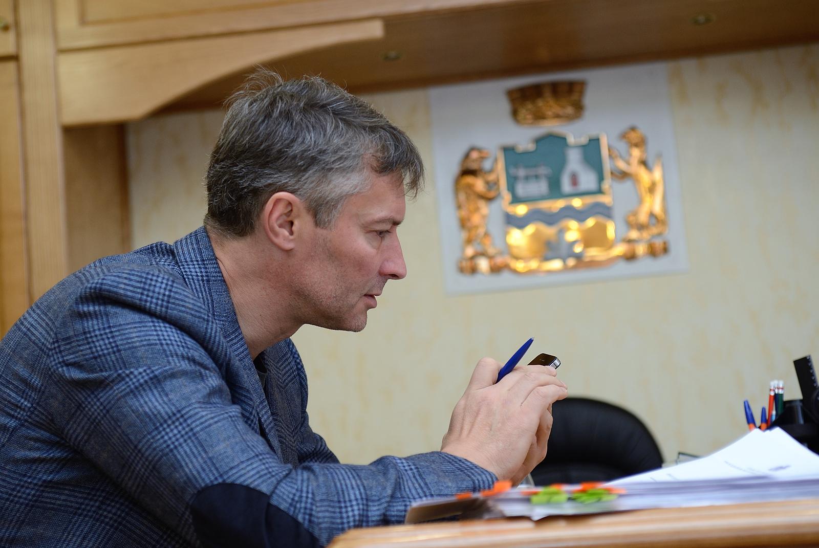 Скандал с дипломом затянул Евгения Ройзмана на дно рейтинга глав уральских столиц