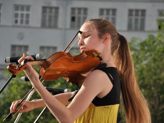 Маленькие музыканты выйдут на сцену, чтобы помочь 12-летней Саше