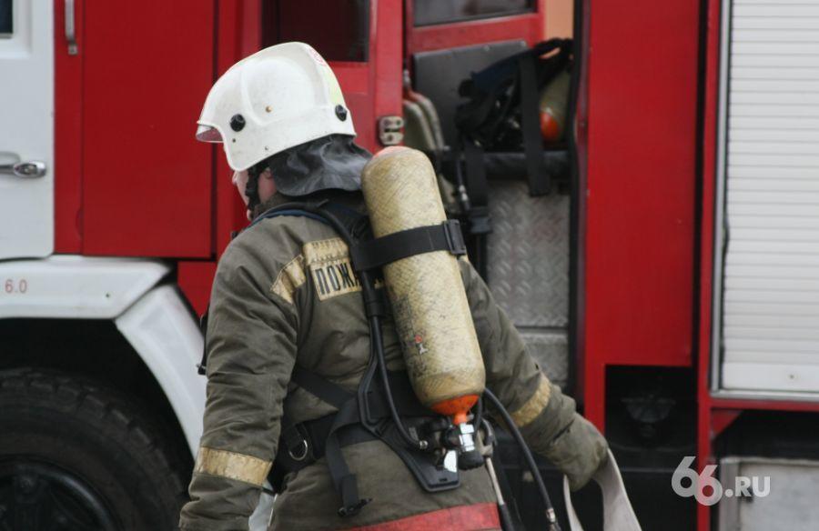 Во дворе на улице Белинского сгорел бомж