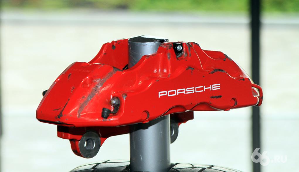 Какой такой кризис? В Екатеринбурге открылся новый дилерский центр Porsche