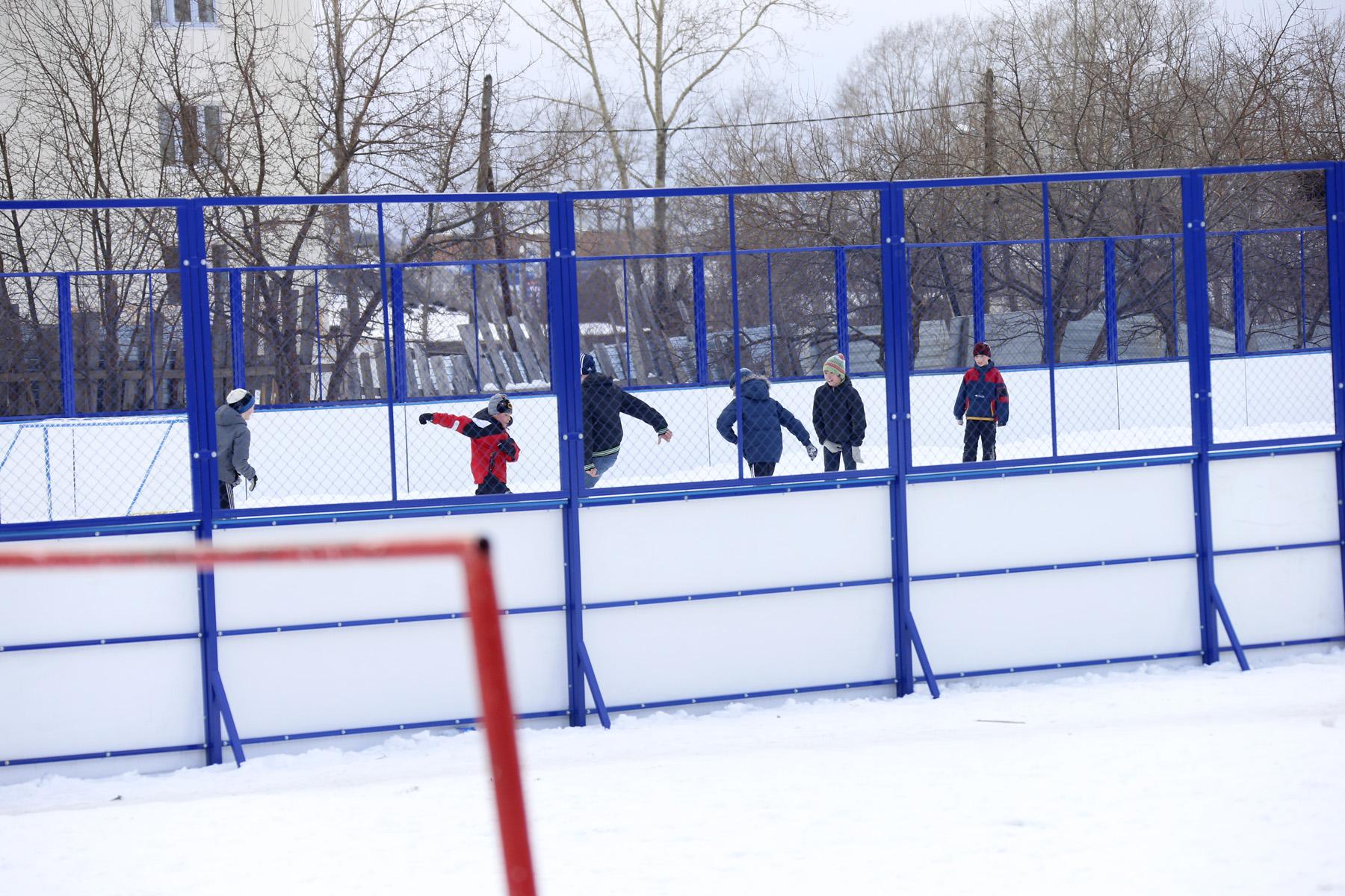 Четыре екатеринбургские школы получат деньги от области на ремонт стадионов