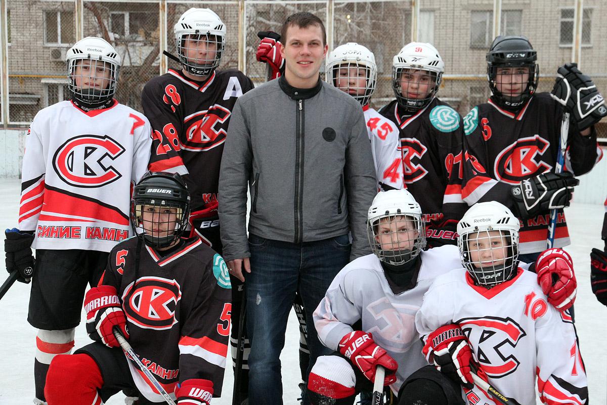 Хоккейная инспекция 66.ru: ужасаемся льду дворовой команды вместе с защитником «Автомобилиста»