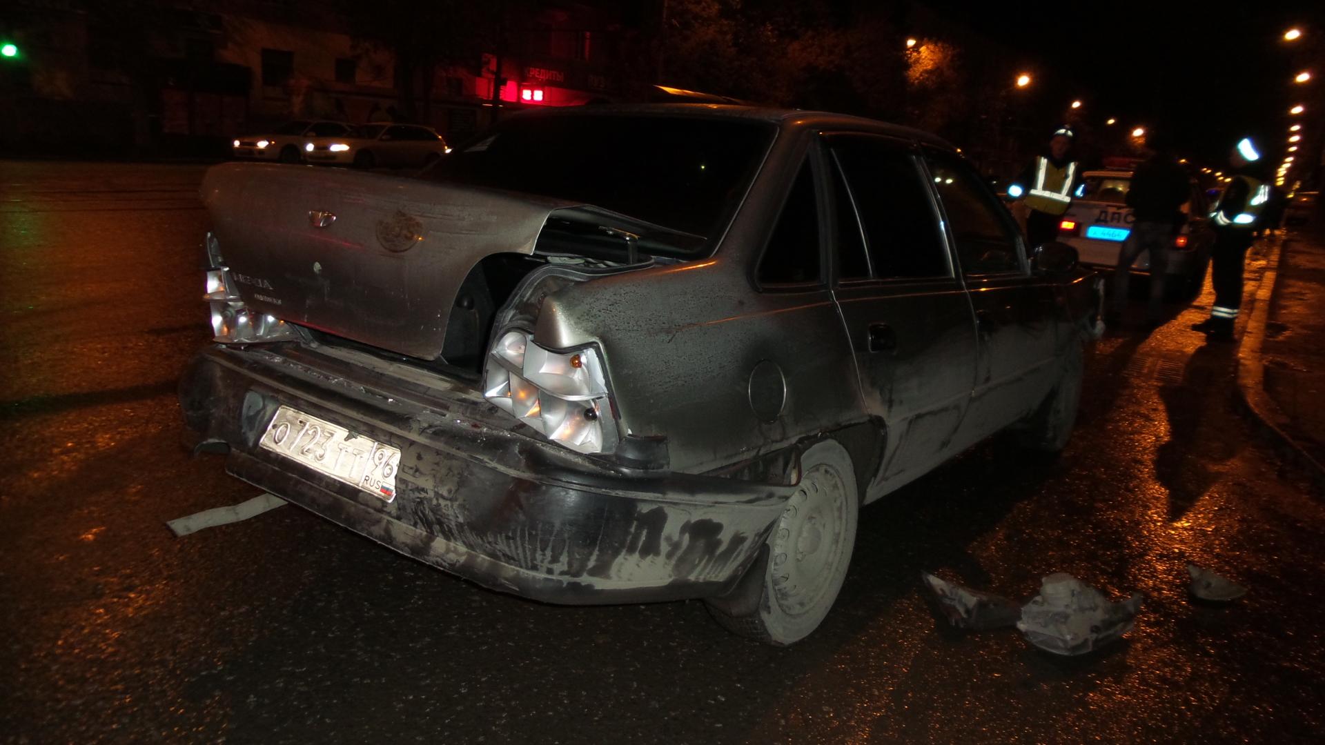 На Уралмаше автомобиль такси «Везет» попал в ДТП