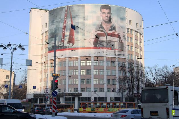 Якобу помогут: МУГИСО очистит исторические здания от рекламы