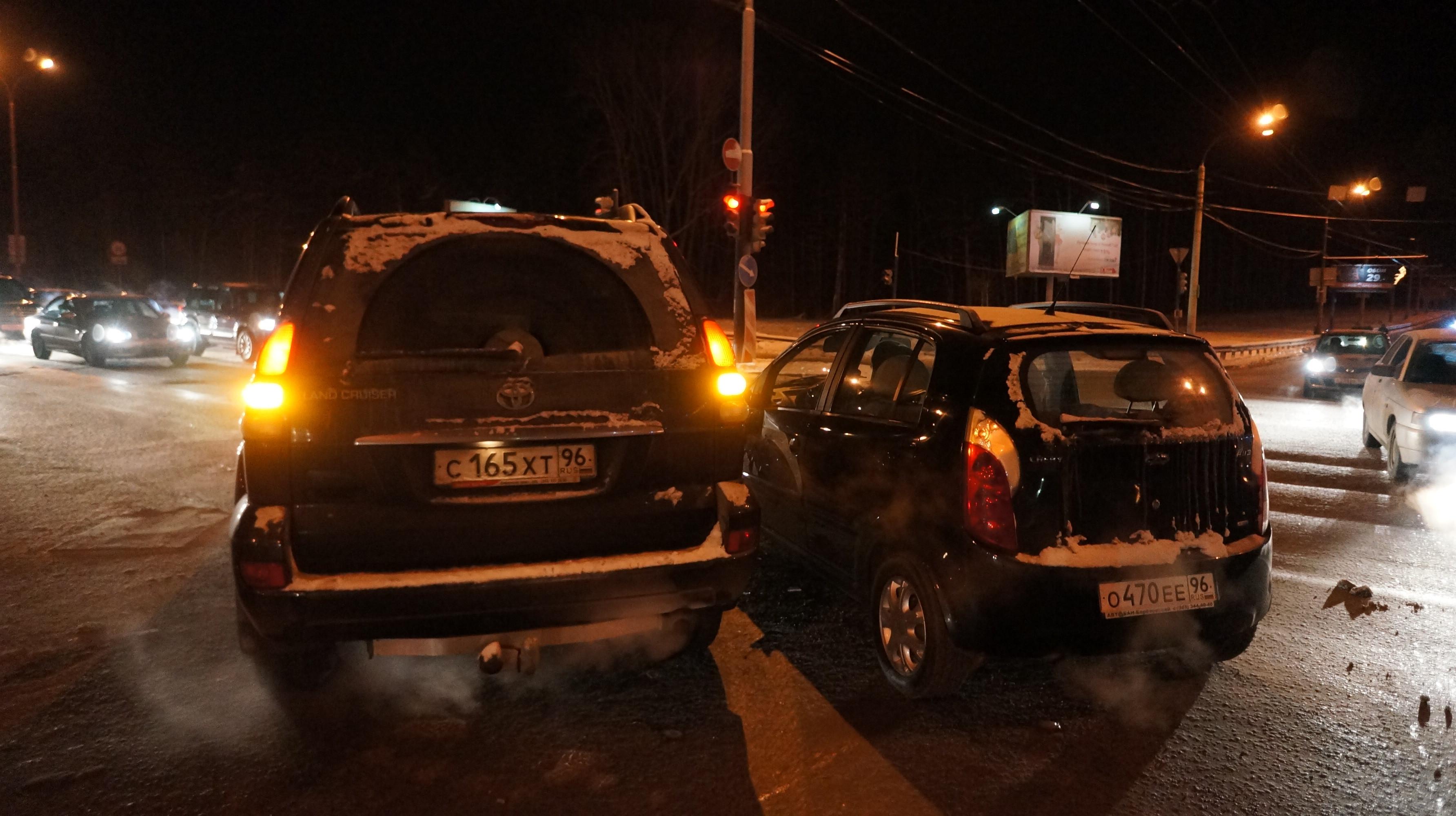 На Амундсена — Объездной Chery выгнала Toyota со своего пути