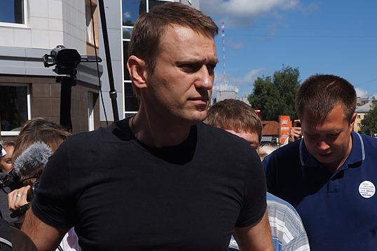 Кандидат Навальный пожаловался на кандидата Собянина в суд