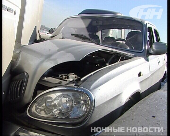 В массовой аварии на Кольцовском тракте пострадали четыре человека