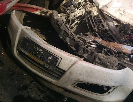 На Челябинском тракте Opel разбился о самосвал