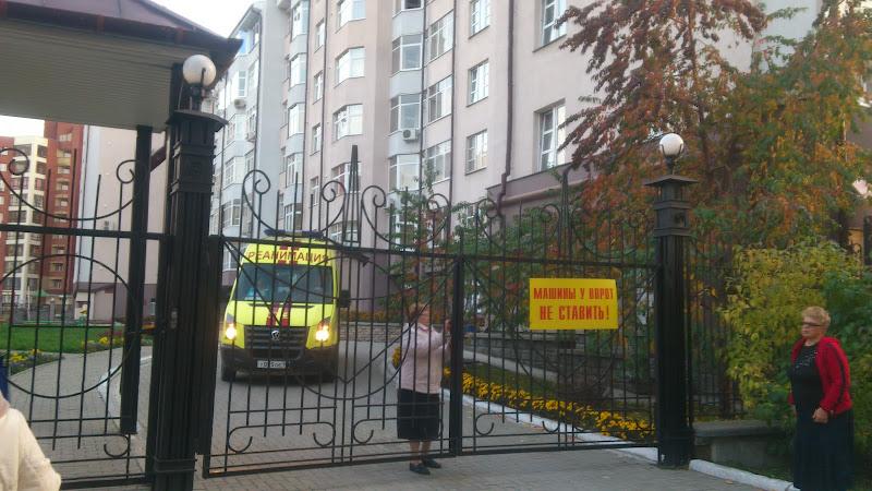 В Екатеринбурге пенсионер выпал из окна элитной многоэтажки