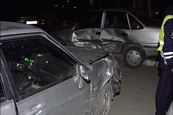 Пьяный водитель, пытаясь скрыться от ДПС, протаранил машину соседа