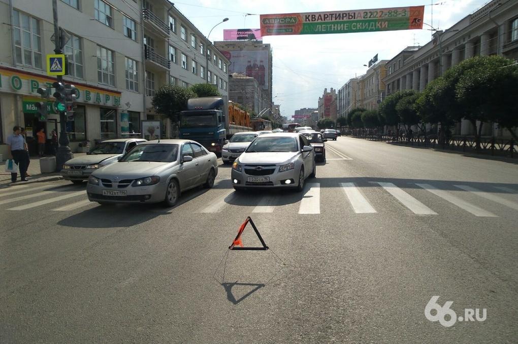 Ищите пути объезда: центр и окраины Екатеринбурга стоят из-за аварий