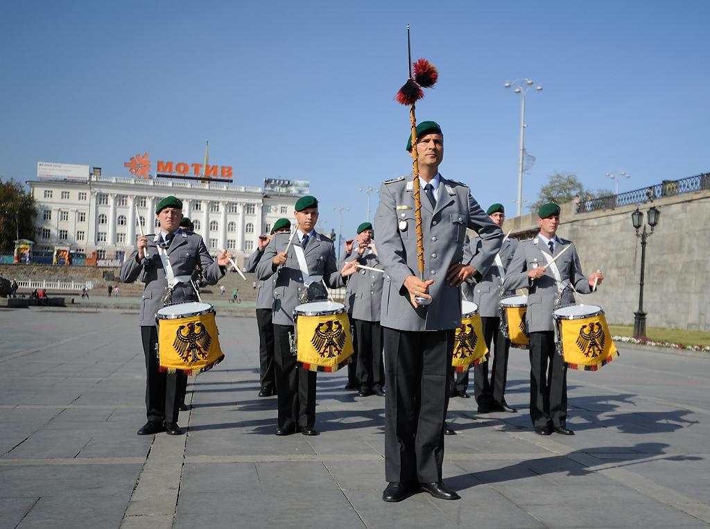 Немецкие военные сыграли «Прощание славянки» на Плотинке