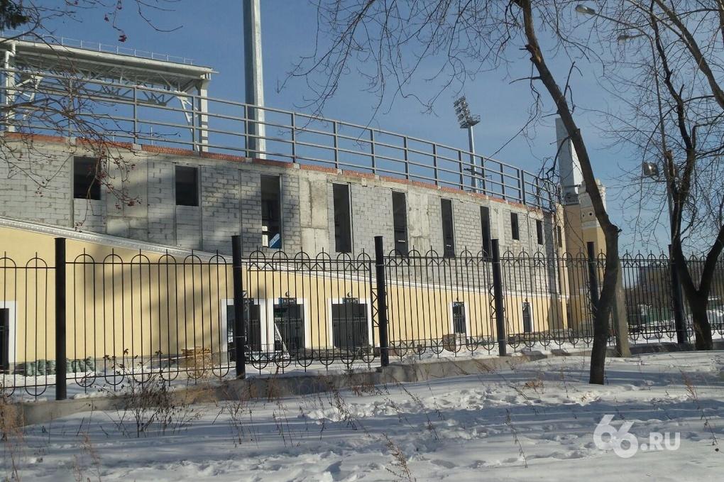 Строители начали демонтаж исторического фасада Центрального стадиона