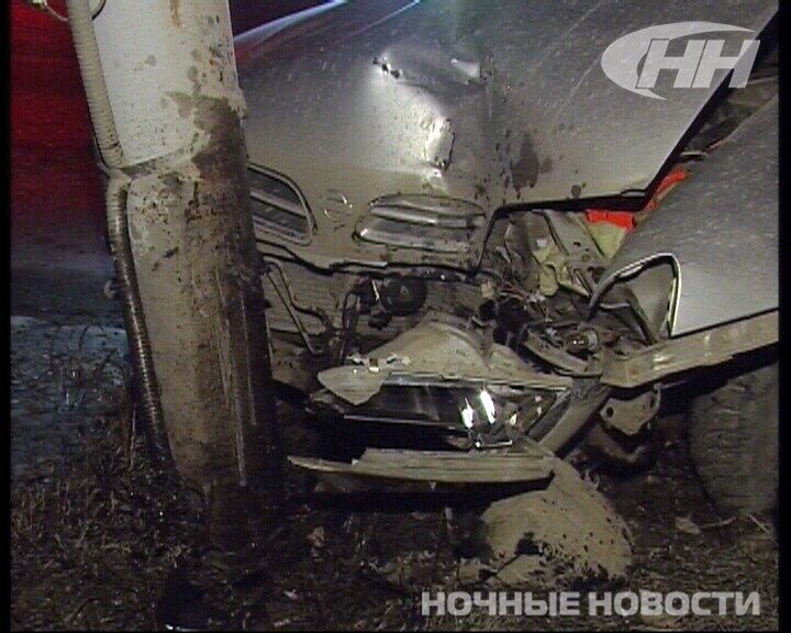 Ночью на Объездной девушка на Nissan врезалась в светофор