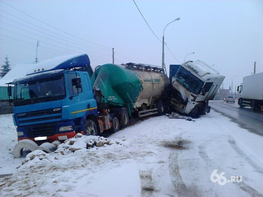 В ДТП на Тюменском тракте погиб водитель фуры