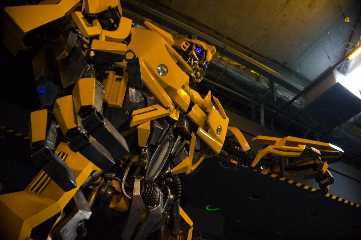 Трансформеры Оптимус Прайм и Бамблби приняли участие в выставке роботов в Екатеринбурге