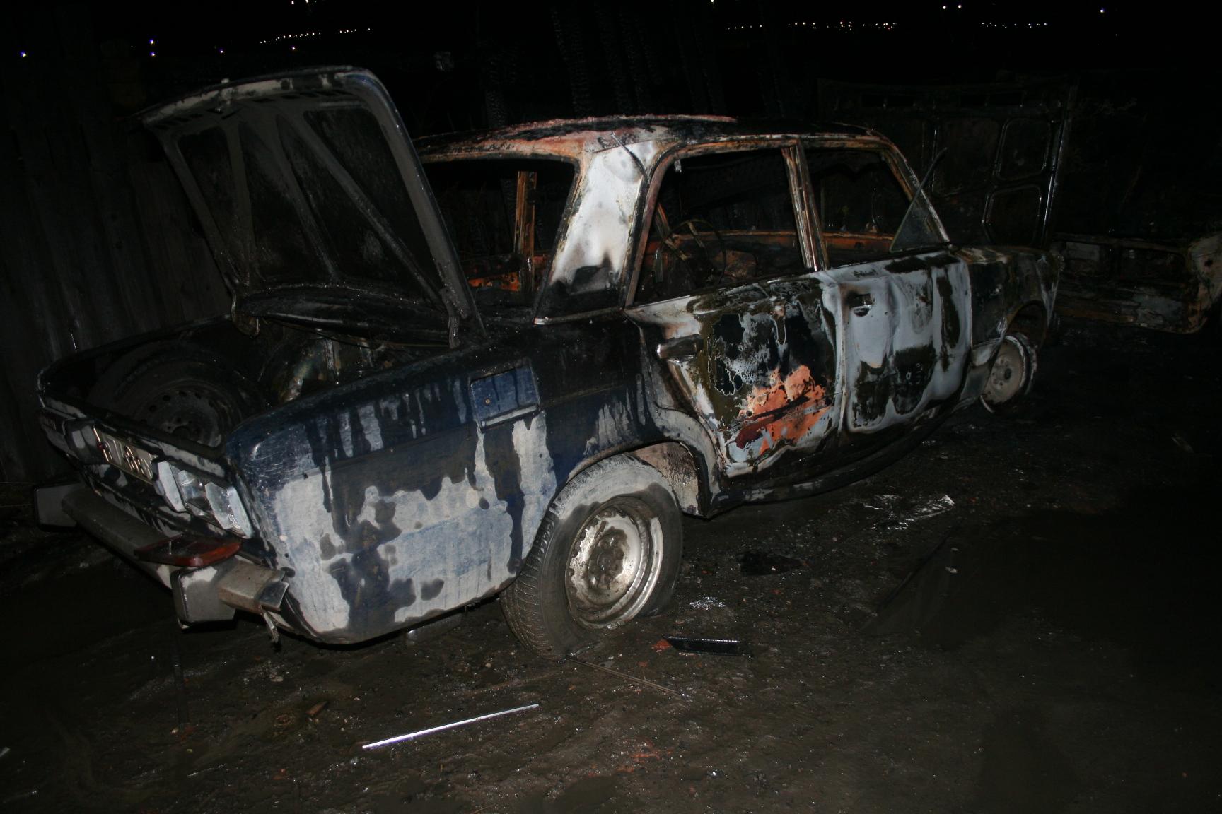 На Сортировке ночью сгорели три ВАЗа, принадлежавшие мигрантам