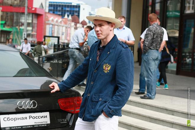 Долги за квартиру боксера Мехонцева погасили без его ведома