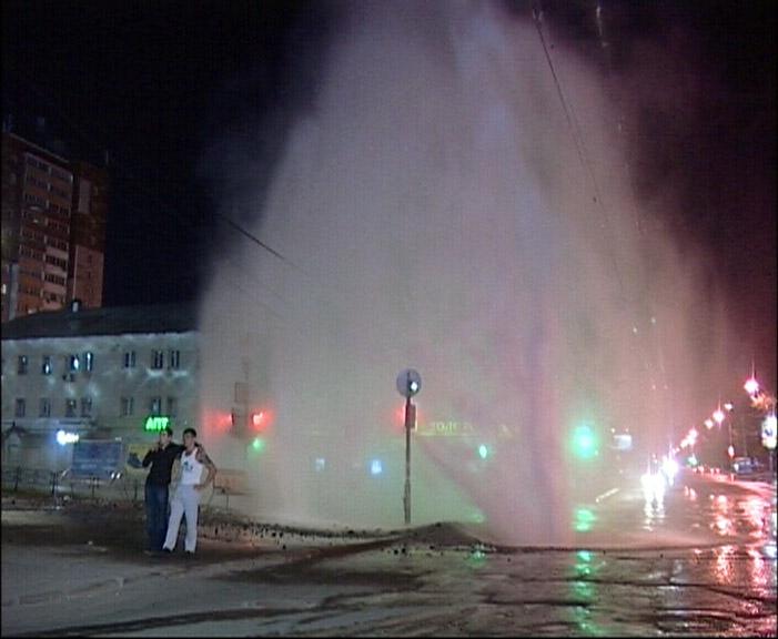 У «Парк Хауса» ночью бил коммунальный фонтан