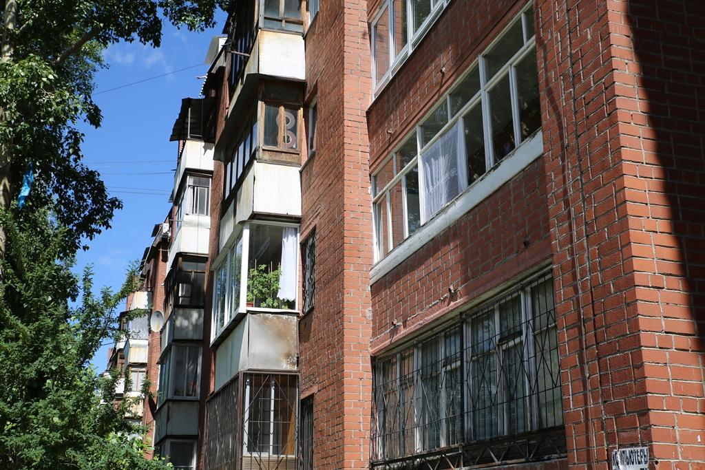 Самобыт. Жильцы дома на Сортировке объявили войну коммунальщикам