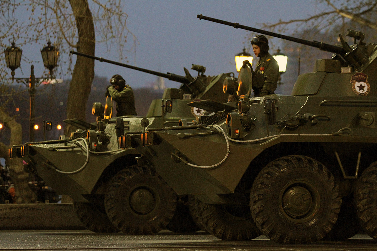 Ночью военные провели генеральную репетицию парада Победы