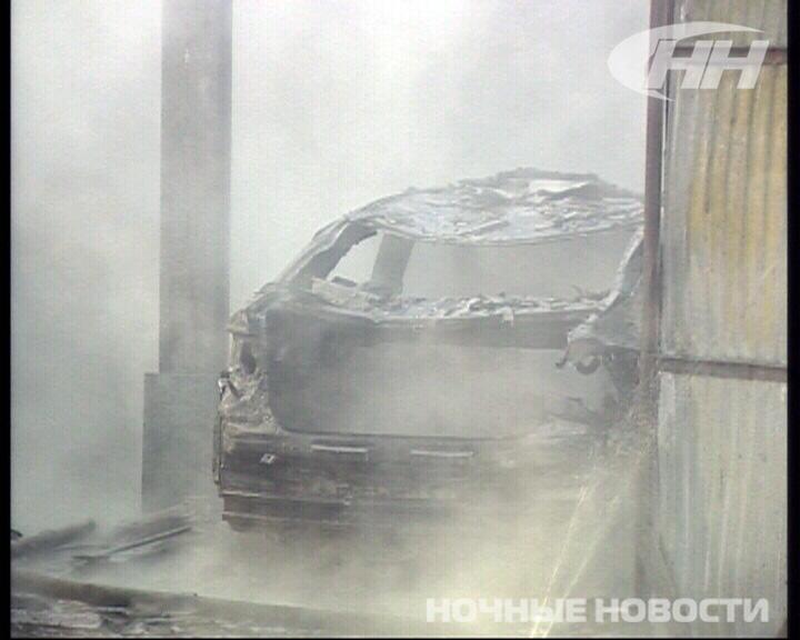 На Московском тракте сгорел гараж с надгробиями