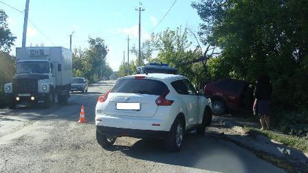 В Ирбите водитель за пару минут организовал две аварии