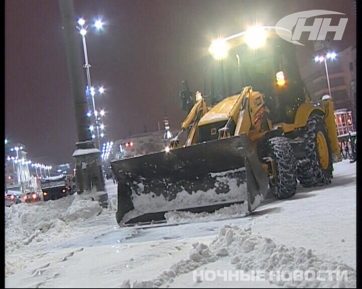 Вечерняя уборка снега: техника прошла не везде