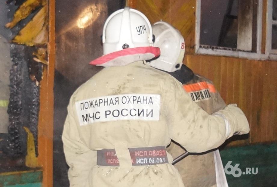 Следователи выясняют причину гибели ребенка в пожаре под Туринском