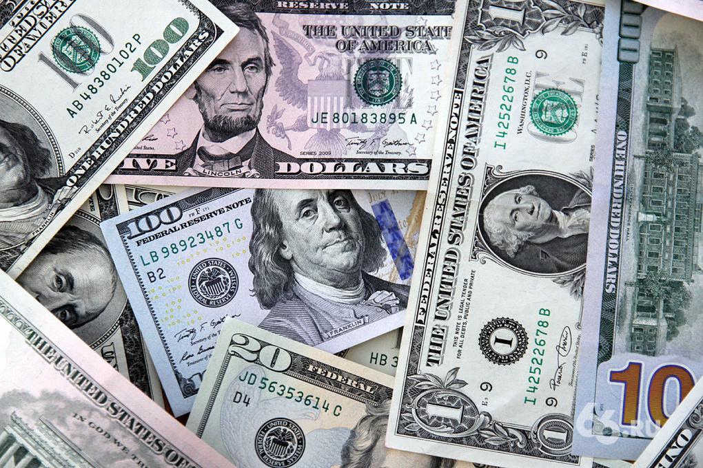Так и до полтинника недалеко: екатеринбургские банки продают доллары уже по 39 рублей