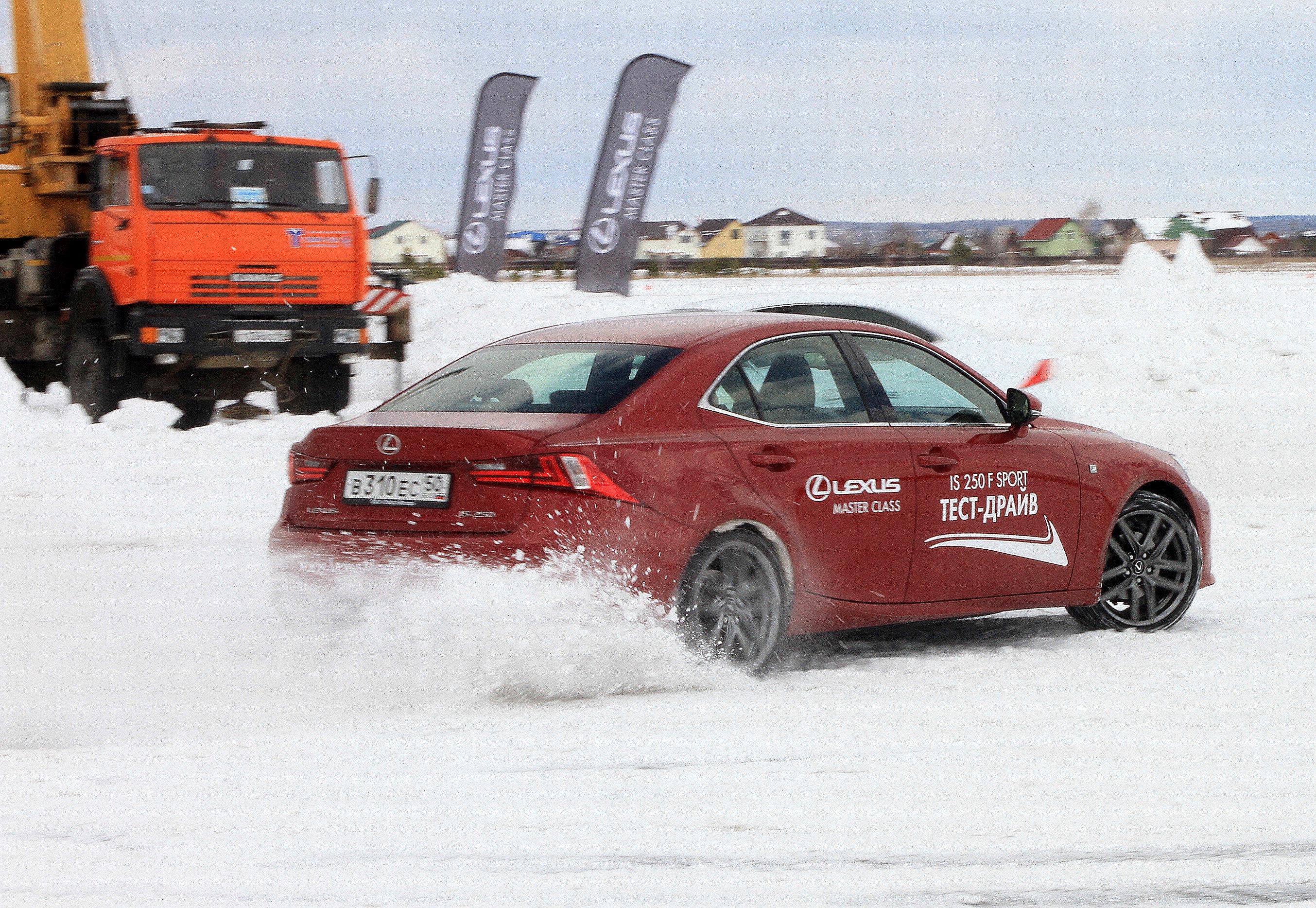 Вышло боком: мастер-класс Lexus превратился в дрифт-семинар