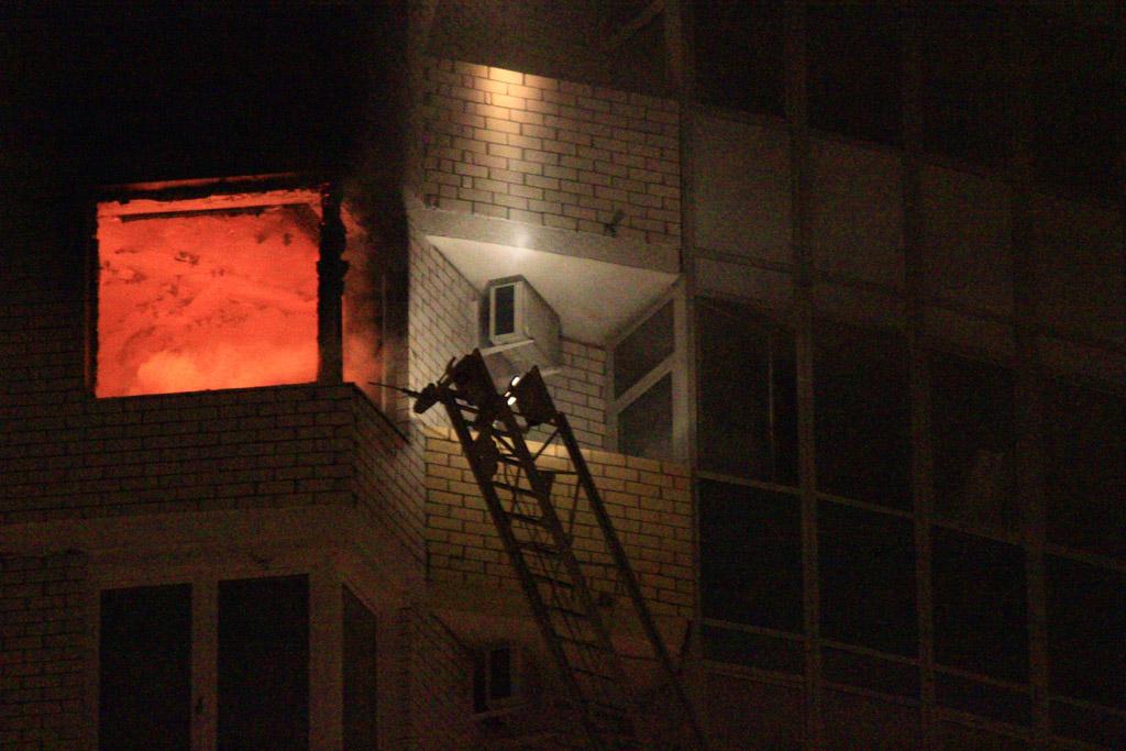 В высотке на Уральской выгорела квартира