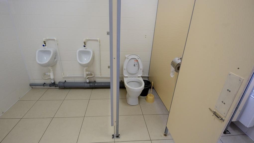 НаСреднем Урале судят депутата, установившего автомобильный видео регистратор вженском туалете