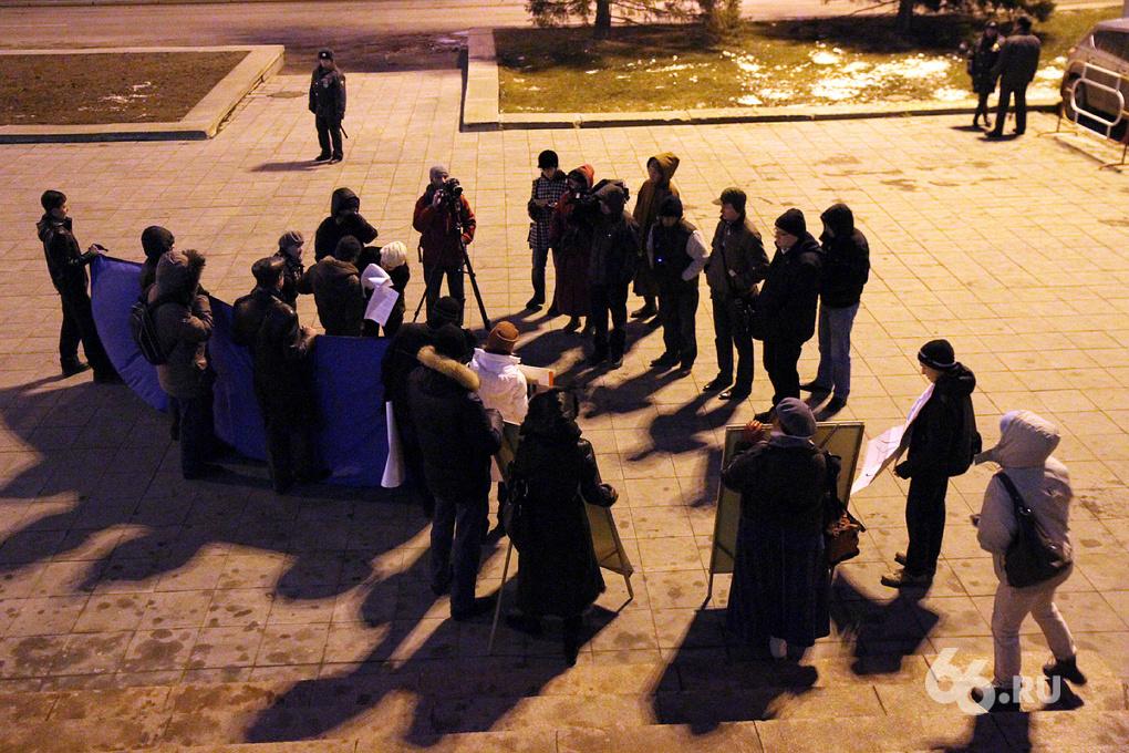 Напугали власть: защитить Центральный стадион вышли 11 человек